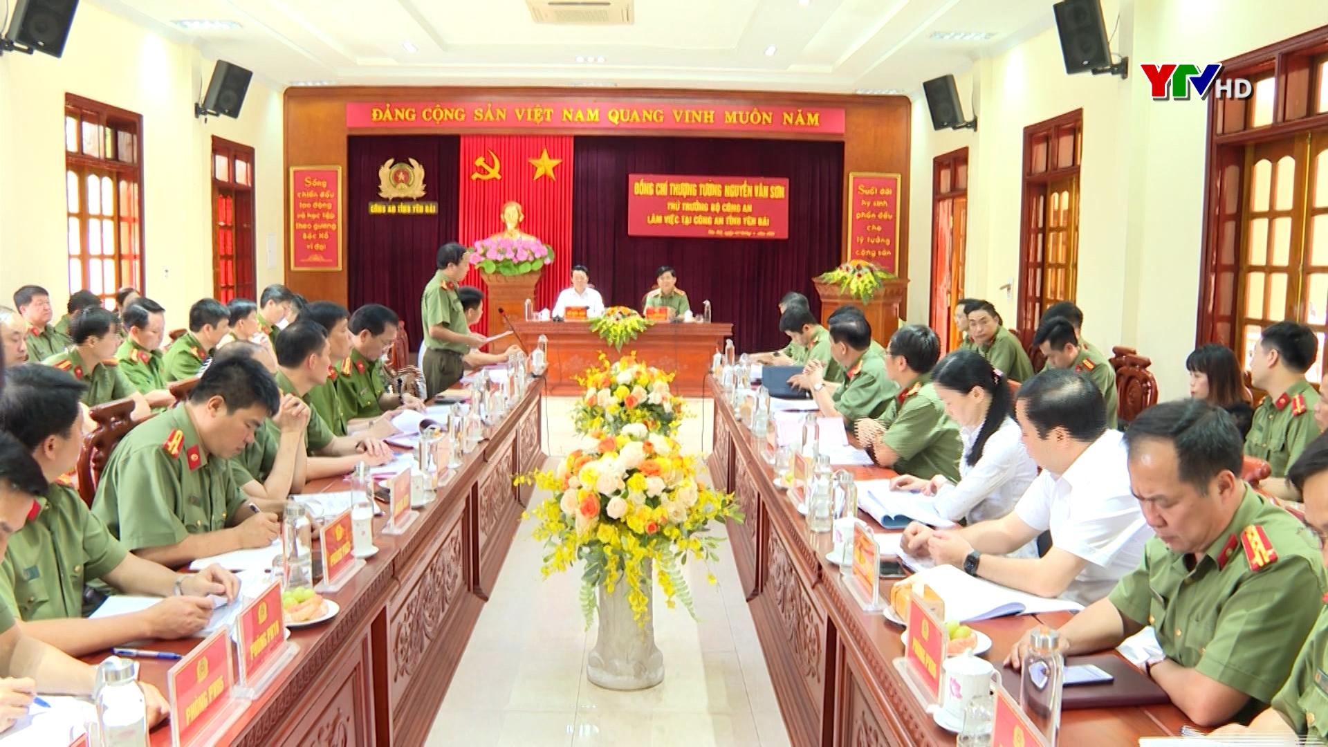 Thứ trưởng Bộ Công an làm việc với Công an tỉnh